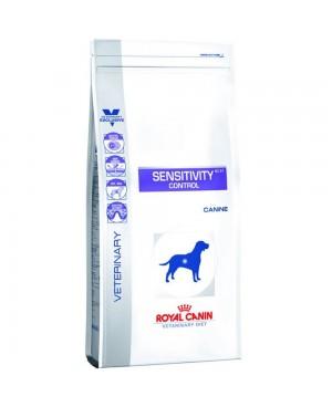 Суха храна за кучета - Royal Canin Veterinary Diet - Sensitivity Control - храна за пораснали кучета, формулирана за намаляване непоносимостта към съставки и храни - 14 кг - Кучета